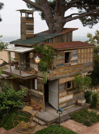 melodysmuse:  This was built with reclaimed wood!
