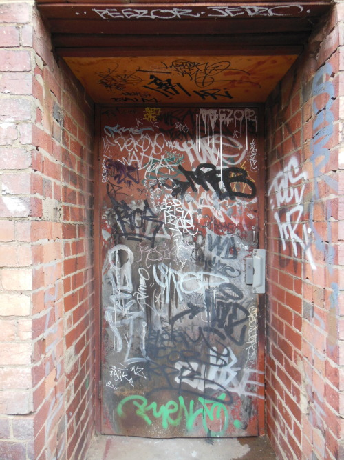 snappingthewalls:  another doorway
