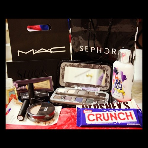 Thanks for all the #goodies @onyongon! 🎁💝 Mwah! :* #MAC #UrbanDecay #Chocolate #makeup #beauty #fashion  (Taken with Instagram)