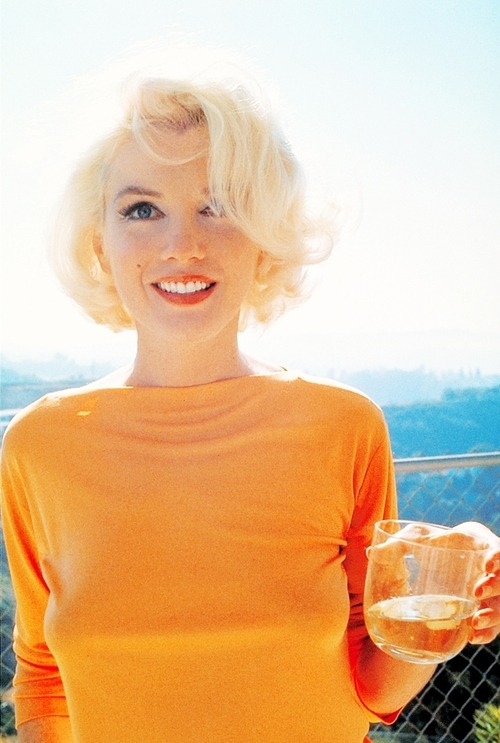 Marilyn in orange! Already bought something of the color of the sun?  Shop Now 50% off »> click here