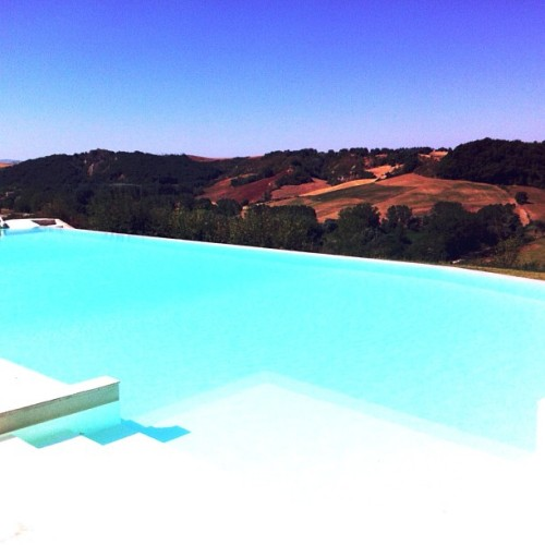 Dreamy pool at Laticastelli, Siena. #italy #tuscany #ladolcevita #vacations #blue #turquoise #relais #medieval #hotel #iphoneonly #water #paradise #beauty #countryside #sky #pool (Taken with Instagram)