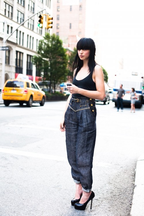 Lauren is hailing a cab on Park Avenue…Flatiron, NYC (via Style Clicker)