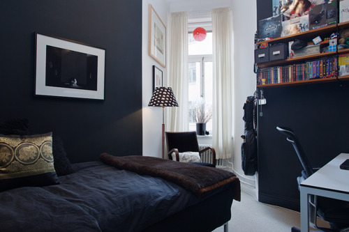 today I have a thing for dark bedroom walls (via we heart it)