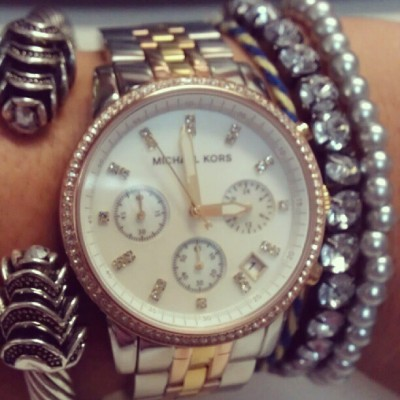 #Silver #armcandy #today #watch #MichaelKors #MK #gold #rosegold #pearls #crystals #blue #yellow #rose #diamonds #bangle #sparkle #style #fashion #August #Wednesday #instacool  #instafashion  (Tomada con Instagram)