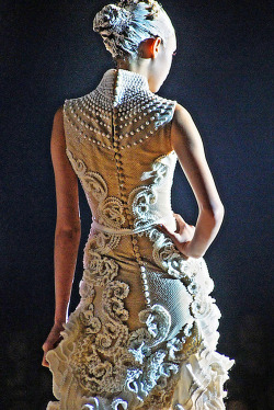 fuckyeahfashioncouture:  Tex Saverio bridal show