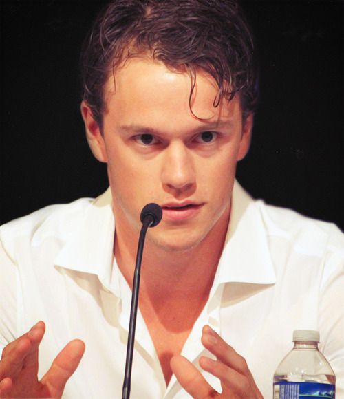 27/30 - pictures of Jonathan Toews.