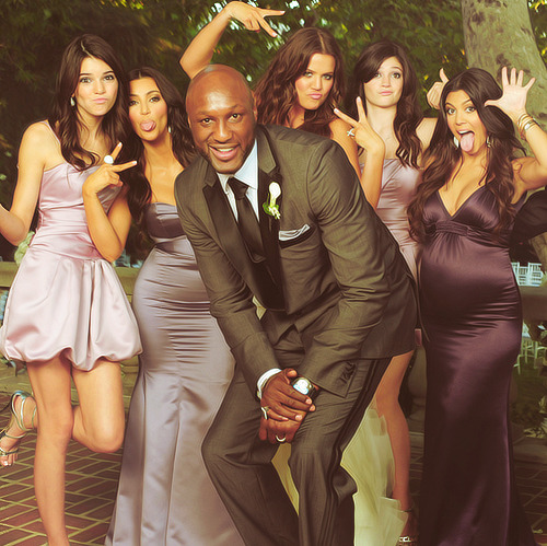 10knotes:  somethingpithy769: this is by far one of my fave kardashian pics  Follow this blog, you will love it on your dashboard