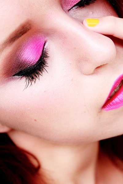 beautylish:  Try a smoky eye in pink like Zmalowana A.!