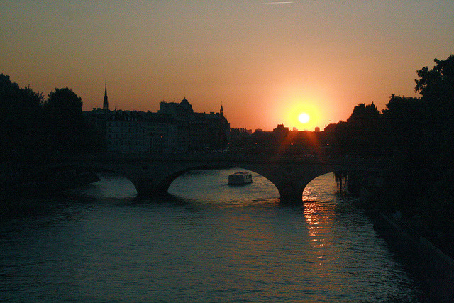 stairwaytocalifornia:  La Seine on Flickr.