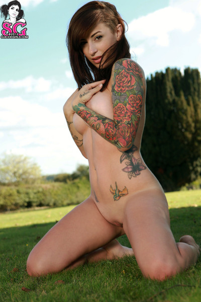 sexychickswithtattoos:  Hot Tattooed Girl
