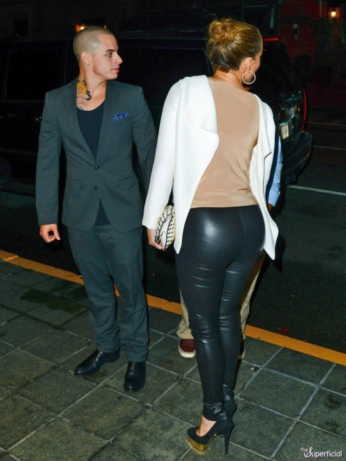Oh yeah - JENNIFER LOPEZ ASS IN TIGHT LEATHER PANTS!