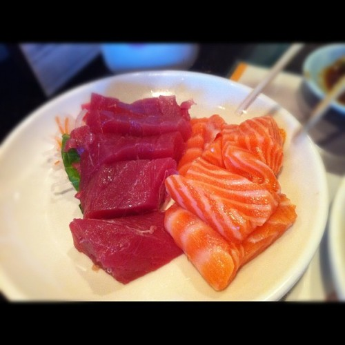 Tuna and salmon sashimi #hikari #sushi #food #foodporn #yummy #japanesefood #delicious #lasvegas #oishii #tuna #salmon (Taken with Instagram)
