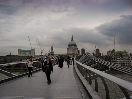 Went through a bunch of pics from when I studied abroad in London during Summer 2007.  Can't imagine how many people are there for the Olympics right now.  I'm very thankful NYC didn't get them—this place would be unbearable. Anyway, view of St. Paul's from the Millennium Bridge (aka, I'M A TOURIST)