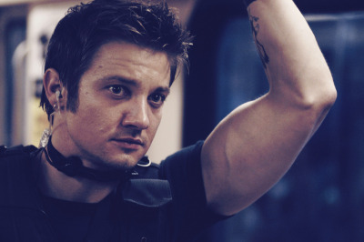 outcomeagent:  38/100 favorite pictures of Jeremy Renner.