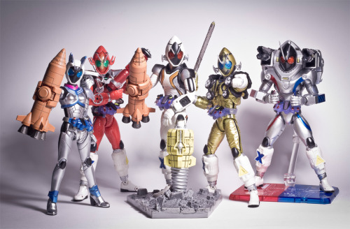 I love Fourze.I miss Nadeshiko~Kamen Rider Guncannon Magnet States is fantastic.  One or two more States and Meteor until maximum satsifaction!