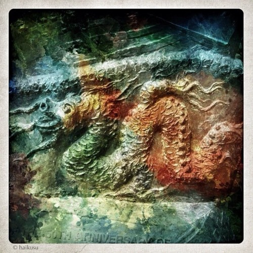 dragon's year / embrace the power / beware the power #haiku #haikuporn #moodjunky #dragon #statue #haikusu (Taken with Instagram)