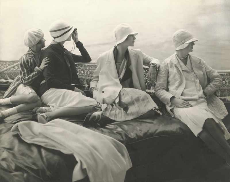 Edward Steichen, On George Baher's yacht : June Cox, E. Vogt, Lee Miller, Hattie Green and Hanna-Lee Sherman, 1928 © 1928 Condé Nast Publications, New York
