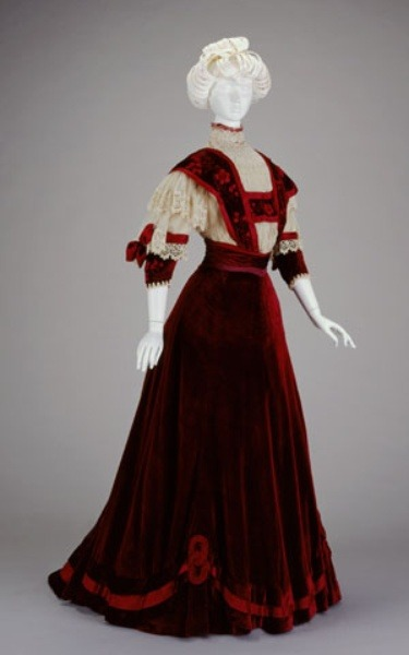fripperiesandfobs:  Afternoon dress, 1906-7 From the Cincinnati Art Museum
