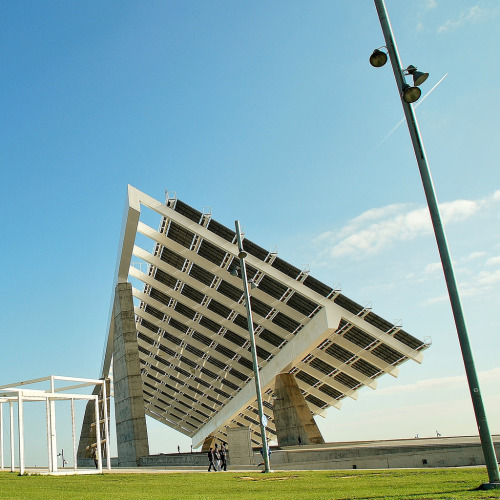 tetapics:  homedecorart:  15 Placa solar fotovoltaica Fórum. Torres y Martínez Lapeña 4740 via javier1949  from homedecorart to Teta Pictures  #reblog from tetapics to arsipen