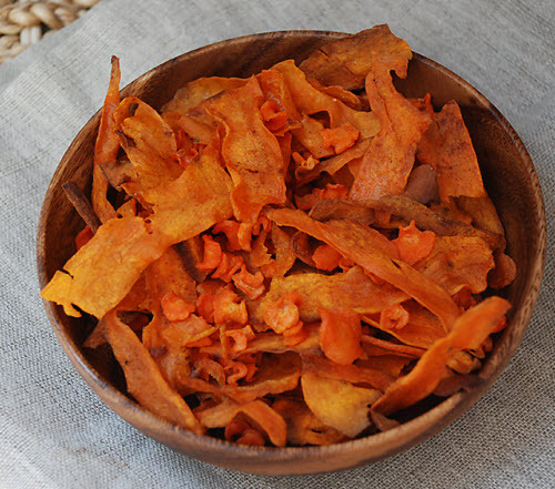 beautifulpicturesofhealthyfood:  Baked sweet potato and carrot chips…RECIPE