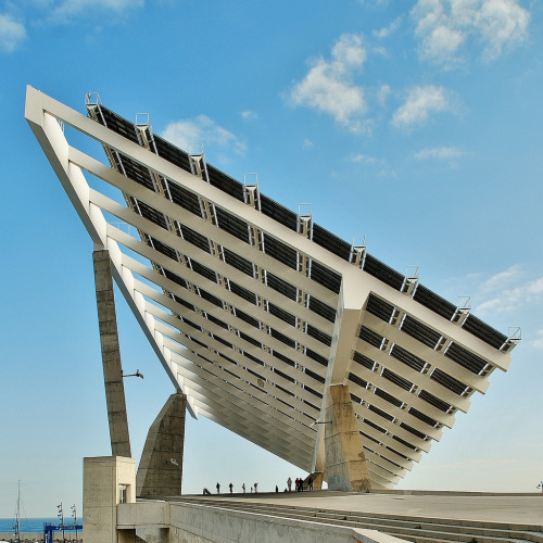 tetapics:  homedecorart:  13 Placa solar fotovoltaica Fórum. Torres y Martínez Lapeña 4730 via javier1949  from homedecorart to Teta Pictures  #reblog from tetapics to arsipen