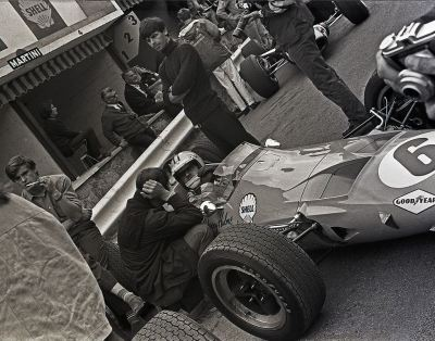 the waiting lane …Denny Hulme, McLaren-Ford M7A, 1968 Belgian Grand Prix, Francorchamps