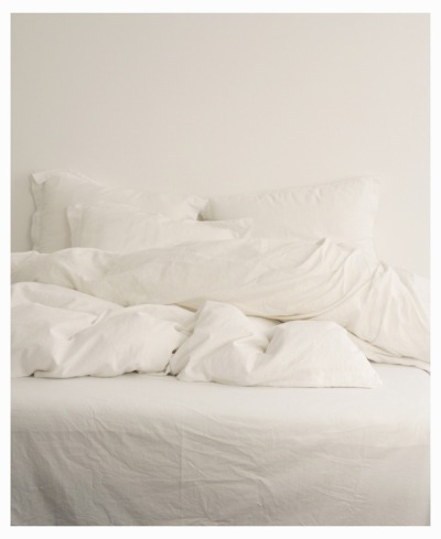 my only desire this week - bed and what everyone should desire - all white bedding