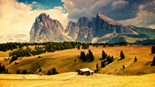 travelingcolors:  Siusi Valley | Italy (by szaran)