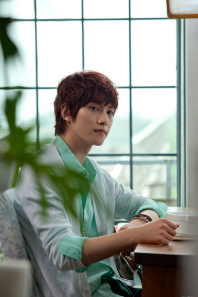 cnbjonghyun:  New Photo: Green Collin