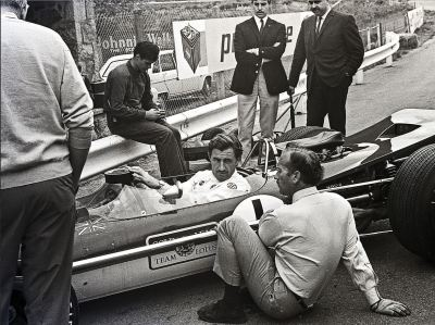 let's talk about it …Graham Hill talking to Colin Chapman in the pits at Francorchamps during the 1968 Belgian Grand Prix weekendit was the beginning of the wing era in F1, Hill decided not to use the (still very small) wing on his Lotus 49B, in stead choosing for a non-winged car in order to gain more top speed on the high speed sections of the old Francorchamps road trackGraham Hill, Gold Leaf Lotus-Ford 49B, 1968 Belgian Grand Prix, Francorchamps