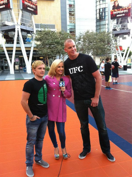 CHECK THIS OUT! KAPOW! HE'S BLONDE ONCE MORE!  lovingyouryanlochte:  omg omg omg. blonde josh is back. Peeta is back.