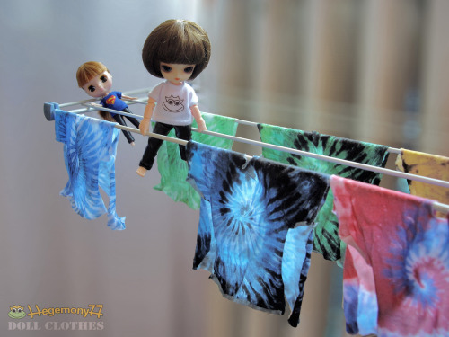Tie dye drying in doll size - Petite Blythe and 11 cm Obitsu Drta train for the Olympic games