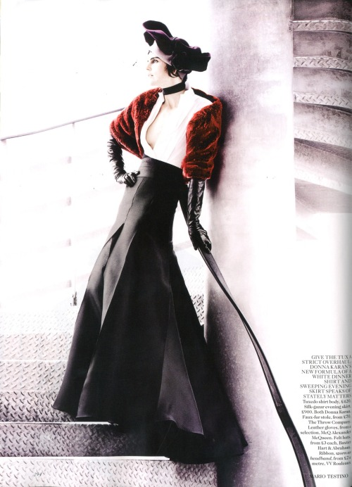 dknyprgirl:  Amazing shot of Stella in #DonnaKaran in #VogueUK