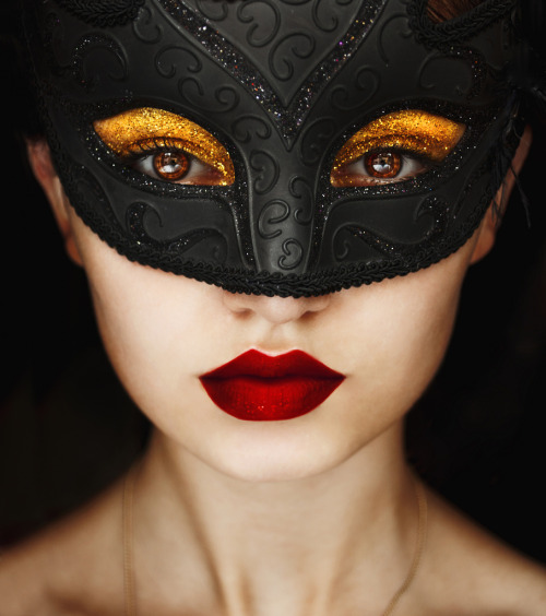 Masquerade (by Belina Starscream)       (via TumbleOn)