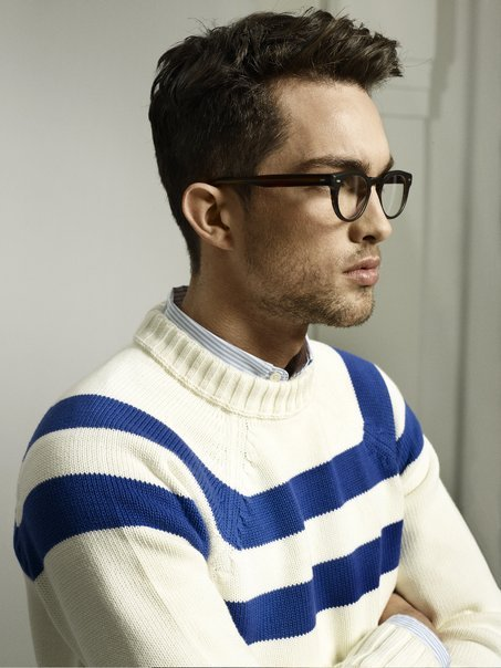 i really like simple stripped sweaters like this.