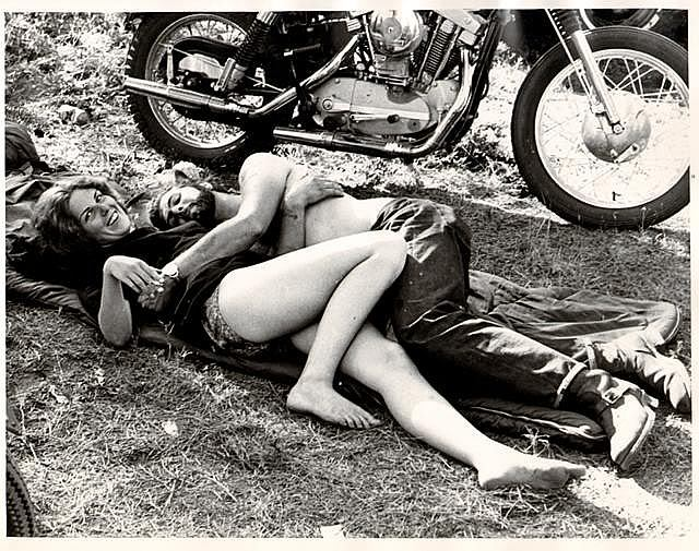Tks GOD, is FRIDAY!!!! motolady: Summer motorcycle love.