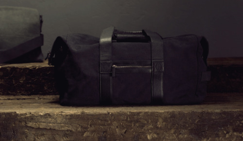 surplus-mag:  Griffin Duffel Bag Need something masculine, a little rugged, high quality and worth throwing your gym gear into? We like this option from Griffin Bags.