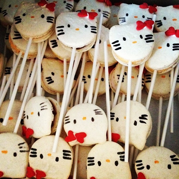 Hello Kitty, Macarons & on a stick…can there be anything better??? Thank you @jan2ho !!! #bdaywish #hellokittylover #macaronlover #turning50aintsobad #sucre (Taken with Instagram)