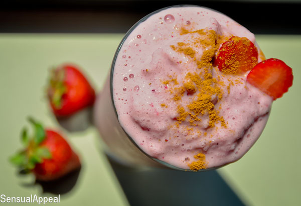 beautifulpicturesofhealthyfood:  Strawberry Cheesecake Protein Shake (vegan/high protein) 5-6 ice cubes 1/2 scoop vanilla protein powder 3/4 – 1 cup unsweetened vanilla almond milk 1/2 cup frozen strawberries 1/4  cup freeze-dried strawberries (or raspberries) 1/4 tsp vanilla extract 1/2 tsp cinnamon Click HERE for full recipe.