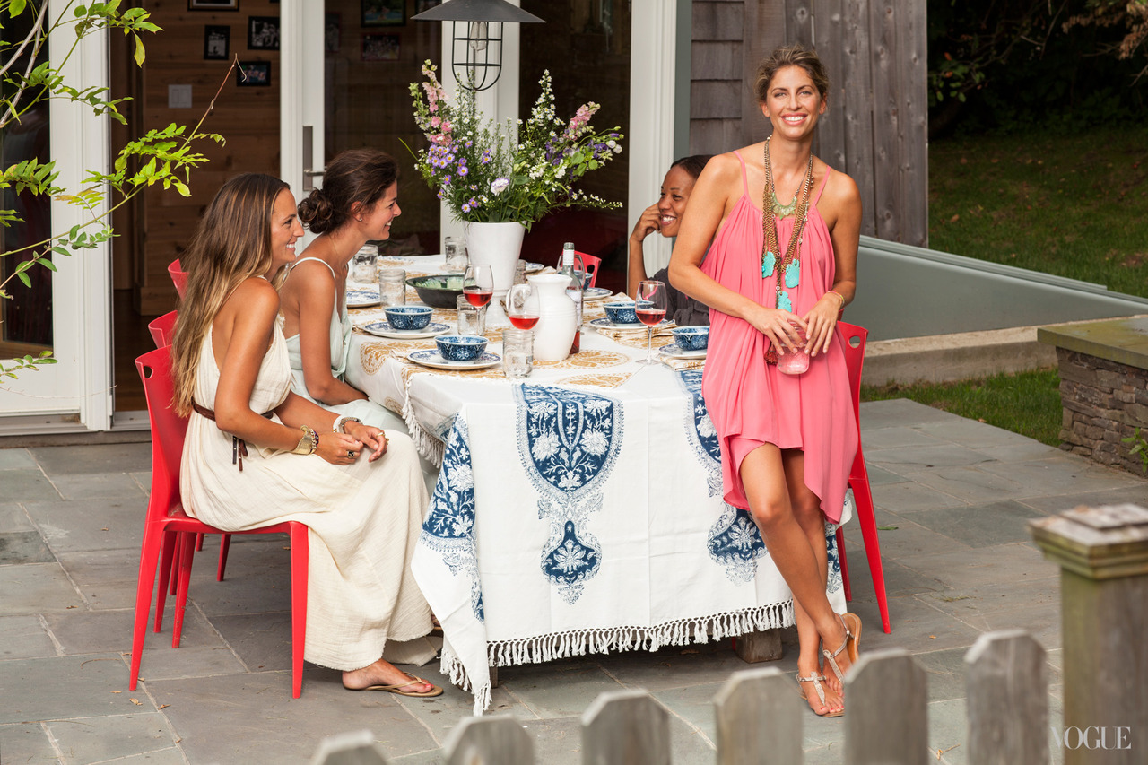 Boho beach style embraces chic casual elegance.  From gauzy dresses and chunky jewelry to ethnic-inspired tablecloths, patterned dinnerware, and bouquets of wildflowers, what's not to love.