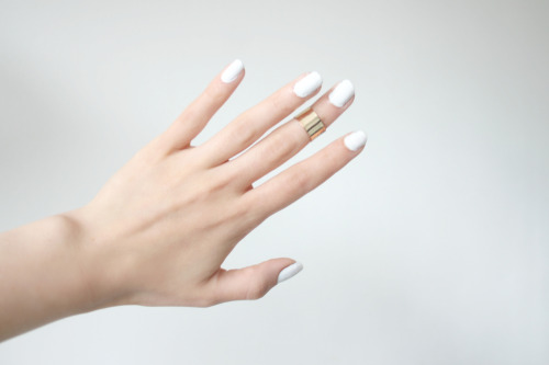 Love the ring and white nails ! <3