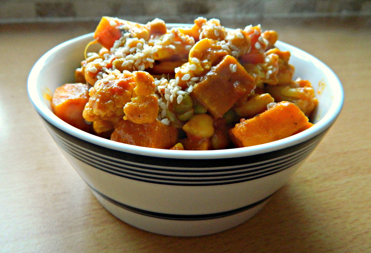 Dinner tonight - sweet potato, cauliflower, chickpea and cashew korma topped with sesame seeds. This was delicious, but very hot - as you can see from the steam!  Recipe can be found here! :)