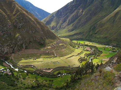 visitheworld:  Llactapata inca ruins on the way to Machu Picchu, Peru (by Así fotografió Zaratustra).
