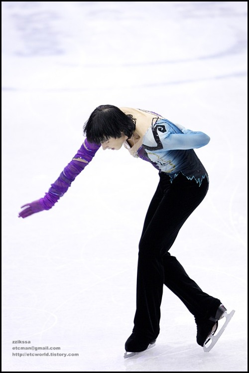 beautiful-shapes:  Johnny Weir GPF 2008