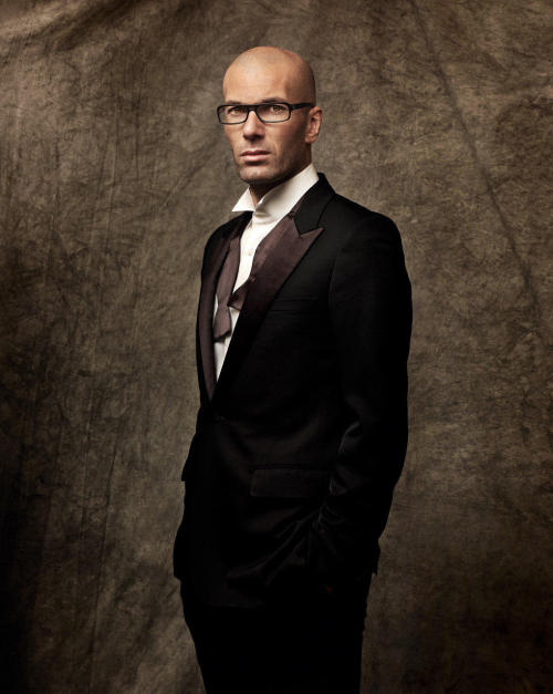 zizoufan:   Didn't have that pic in this amazing quality. Zizou in Sport & Style. picture was taken by http://www.marcel-hartmann.com   No way! Zizou has glasses? I bet it's a commercial.