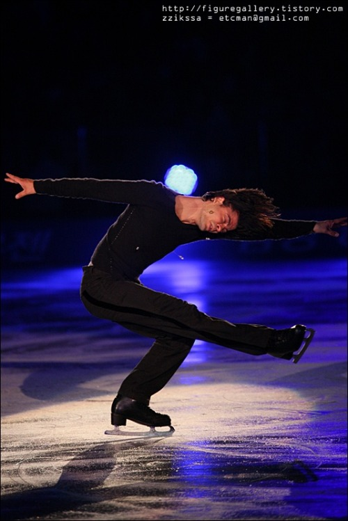 beautiful-shapes:  Stéphane Lambiel Ice All Stars 2009
