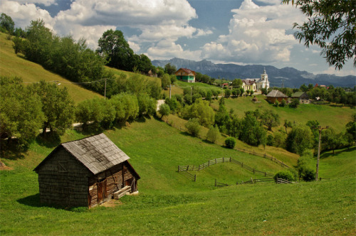 (via Silence of the countryside, a photo from Brasov, East | TrekEarth) Magura, Romania