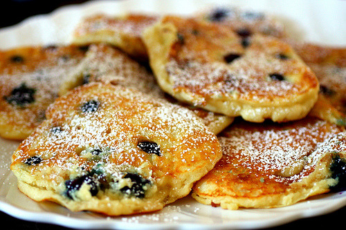 perpetual-hunger:  Warm Blueberry Pancakes  #blueberrypancakes #foodporn #pancakes  I want this in my mouth.