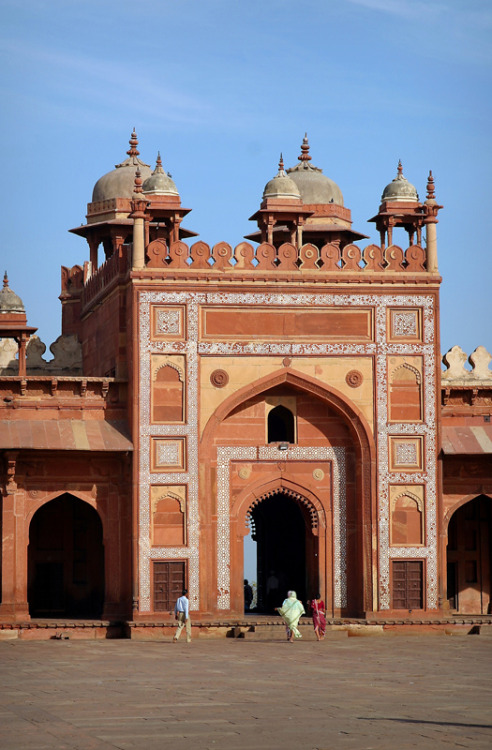 (via Jama Masjid, a photo from Uttar Pradesh, North | TrekEarth) Fatehpur Sikri, India