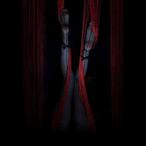 redlilith:  entangled on her way out